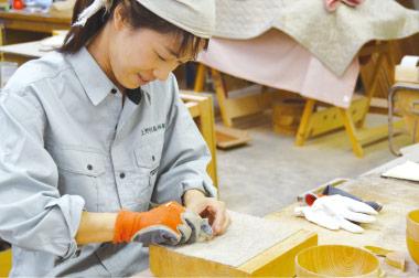 ここでは若い女性や新卒の子が、一生懸命楽しそうに働いている姿が目立ちます